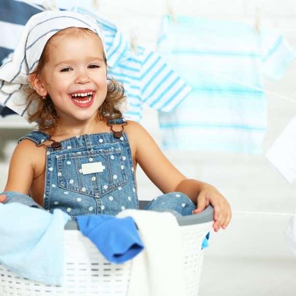 Как ухаживать за детской одеждой? Разбираем ярлычки